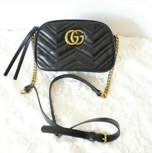 ® Gucci Black h Marmont a Cross body Bag }